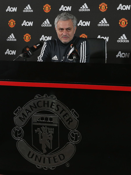 http://www4.pictures.zimbio.com/gi/Jose+Mourinho+Manchester+United+Press+Conference+SqhJJ1Zvyd2l.jpg