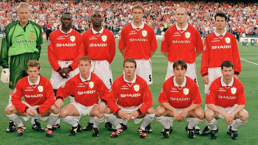 Manchester United line up prior to the 1999 Champions League final