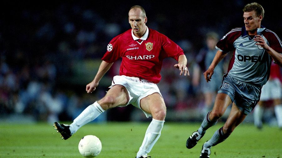 Jaap Stam in action against Bayern Munich