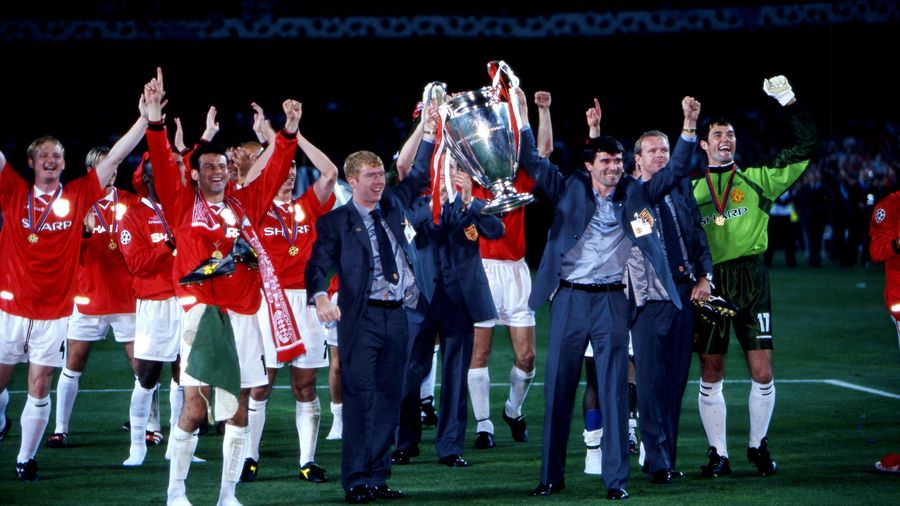 Paul Scholes and Roy Keane have their chance with the trophy