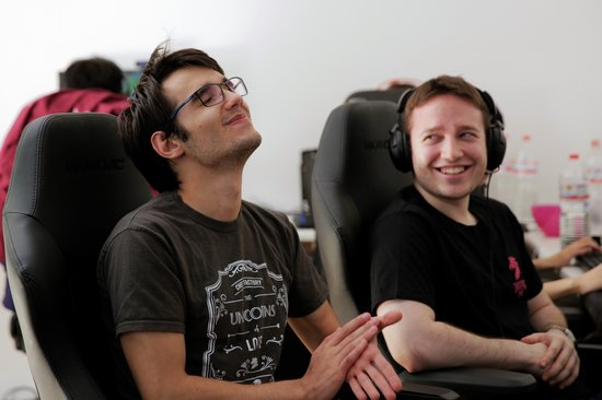 hylissang-and-vizicsacsi-during-a-break.JPG