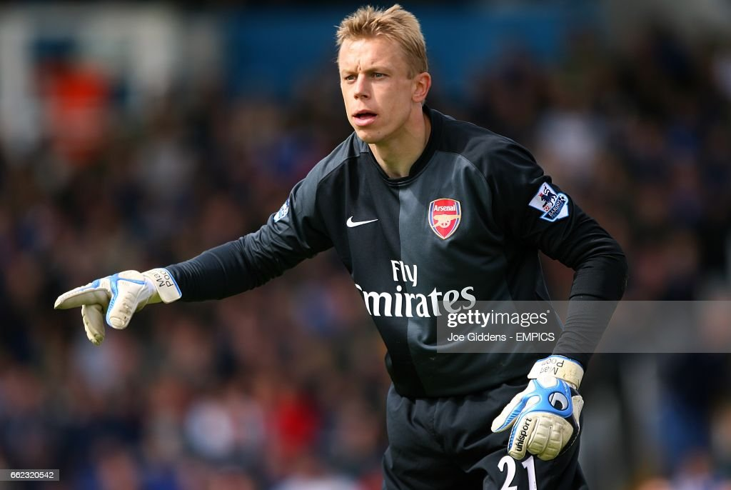 https://media.gettyimages.com/photos/mart-poom-arsenal-goalkeeper-picture-id662320542