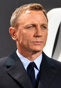 Daniel Craig - Film Premiere &quout;Spectre&quout; 007 - on the Red Carpet in Berlin (22387409720) (cropped).jpg