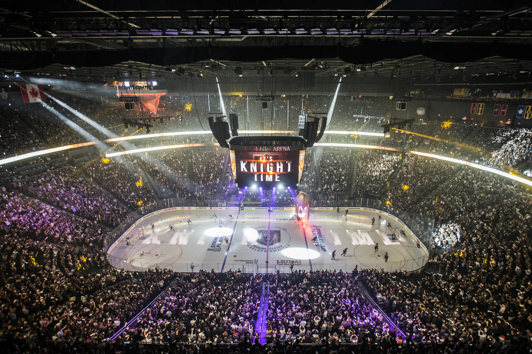 The Golden Knights and Los Angeles Kings take the ice before the start of game one of the first round playoff series в ��ед�, 11 ап�ел� 2018 года, на T-Mobile Arena, в �а�-�ега�е. �енджамин Хейге� ...